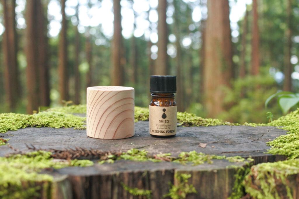 安眠のためのエッセンシャルオイルと電気や火を使わない杉のディフューザー